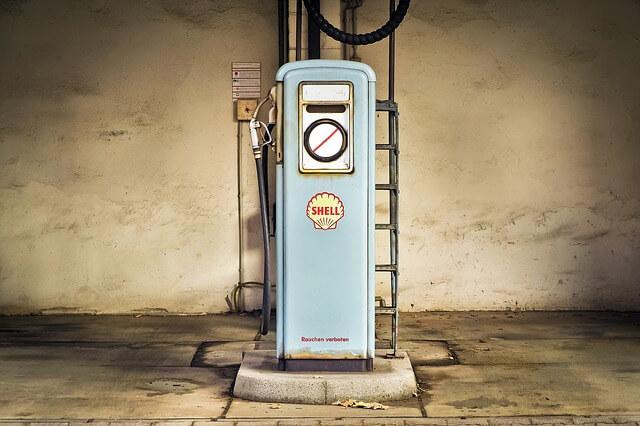 Gammal bensinpump fran Shell